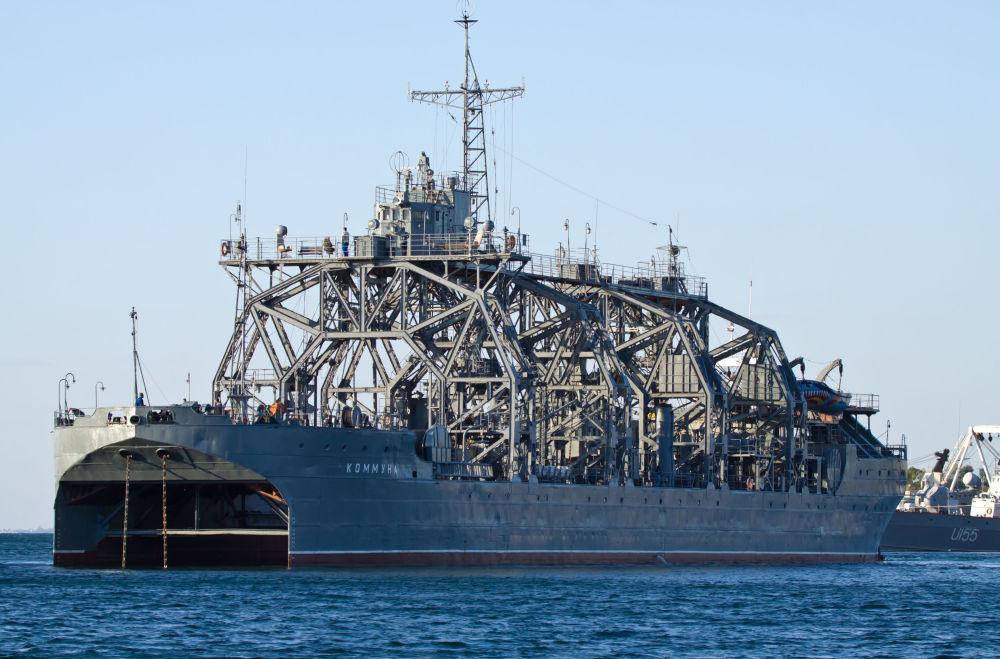 Statek ratowniczy Kommuna