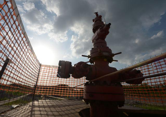 Wydobycie gazu łupkowego w osadzie Żelannoje rejonu Jasynuwackiego, obwód doniecki
