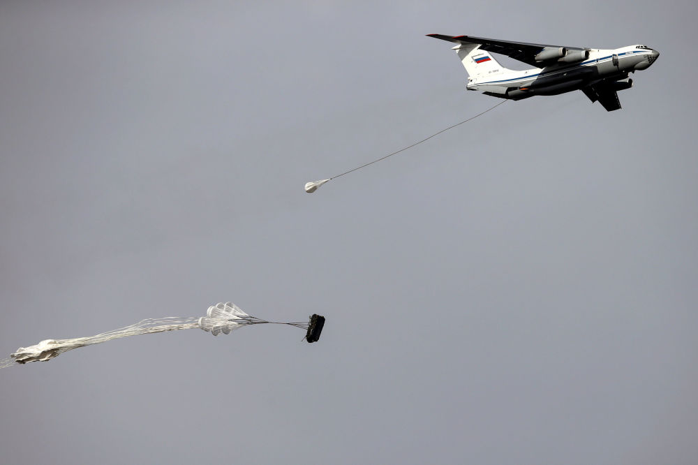 W ćwiczenia biorą udział jedne z najlepszych jednostek specjalnych wojsk powietrzno-desantowych Rosji, Białorusi i Serbii.