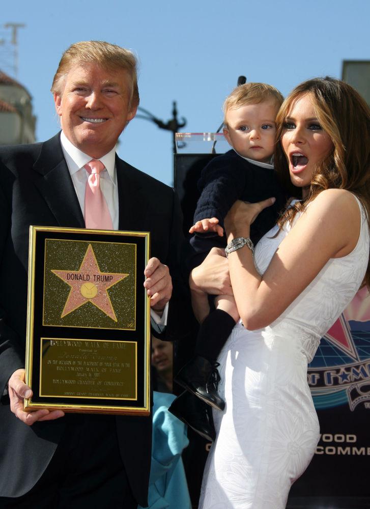 20 marca 2006 roku urodził im się syn, którego nazwali William BarronTrump. Jest on piątym dzieckiem Donalda Trumpa. Na zdjęciu: Donald Trump z żoną Melanią i synem na odsłonięciu gwiazdy miliardera w hollywoodzkiej Aleja Sławy w 2007 roku.