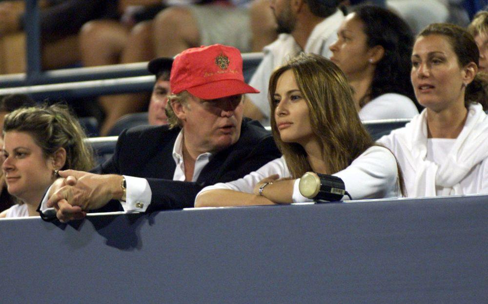 W 2004 roku Donald Trump i Melania Knauss zaręczyli się. Ślub odbył się 22 stycznia 2005 roku w Kościele Episkopalnym Bethesda-by-the-Sea w Palm Beach na Florydzie, a wystawne przyjęcie weselne w posiadłości Trumpa w sali o powierzchni 17000 stóp kwadratowych.