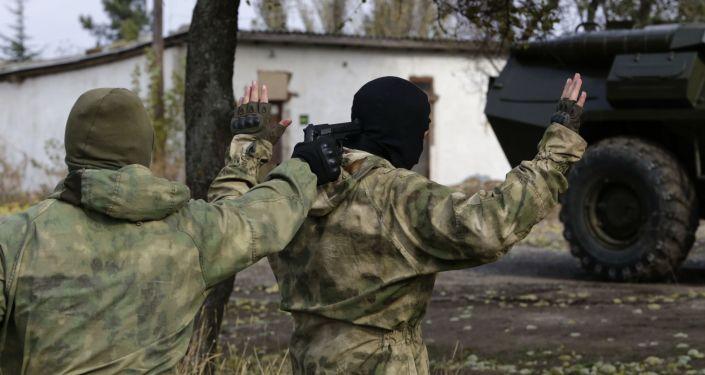 Pracownicy służb bezpieczeństwa na Krymie. Zdjęcie archiwalne