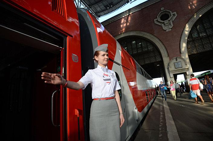 Konduktorka dwupoziomowego pociągu Moskwa-Woroneż.