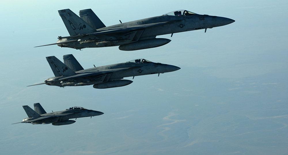 Amerykańskie samoloty F-18E nad Irakiem