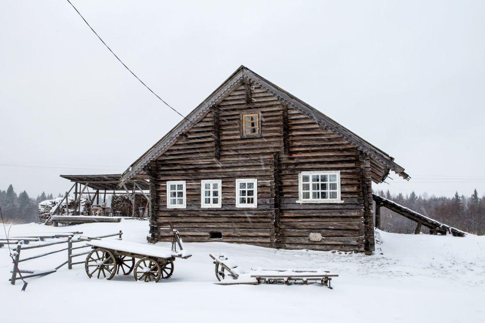 Drewniany dom mieszkalny we wsi Kinierma rejonu priażinskiego Republiki Karelii