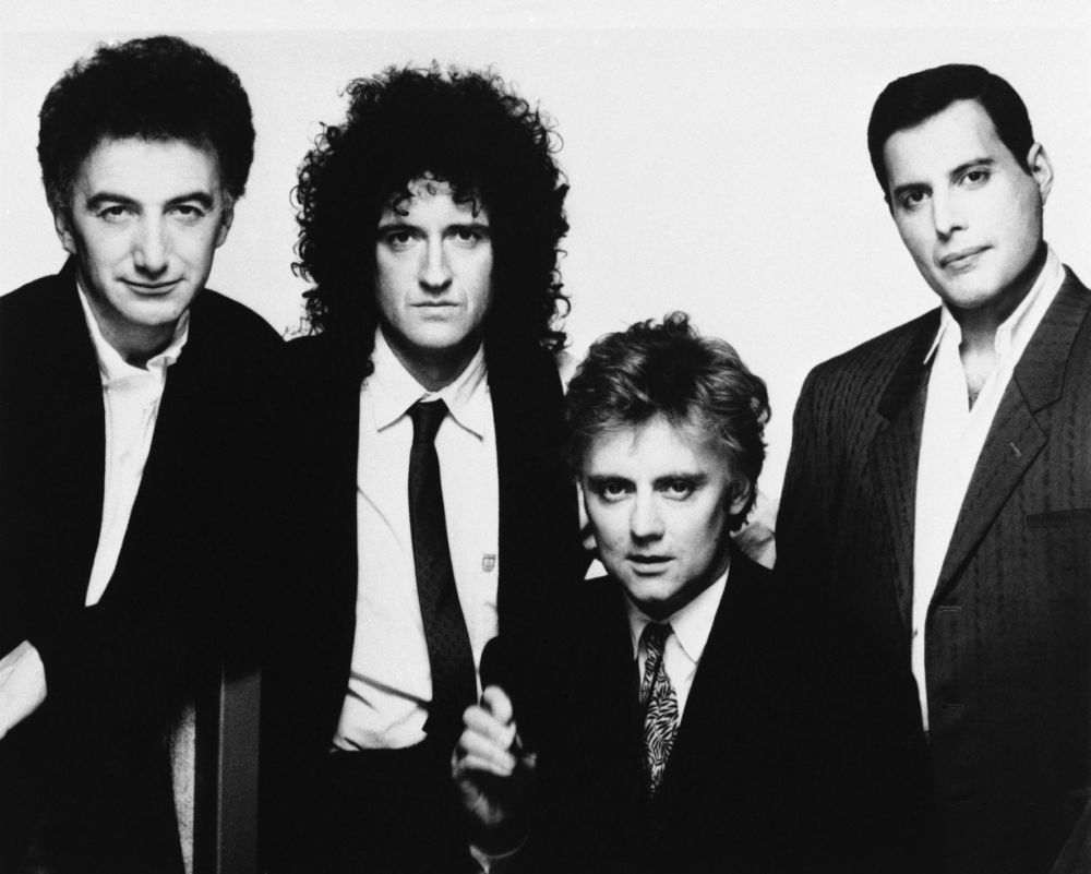 Członkowie zespołu Queen John Deacon, Brian May, Roger Taylor I Freddie Mercury w 1989 roku