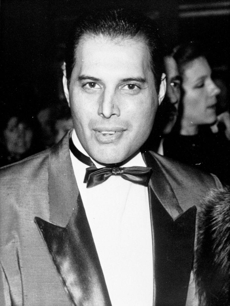 Wokalista zespołu Queen Freddie Mercury w 1988 roku