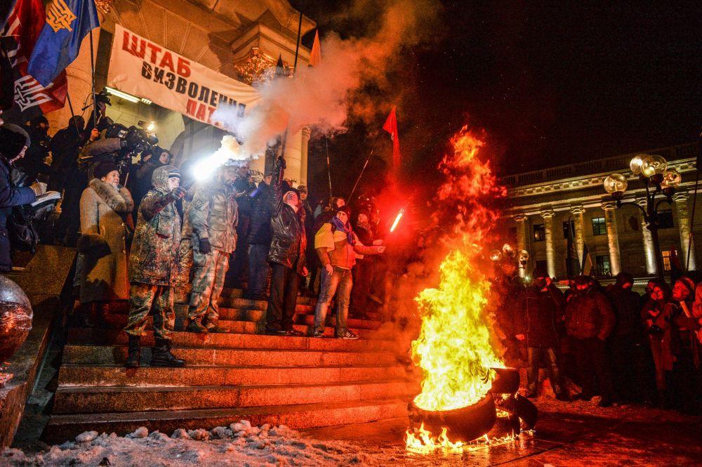 Zamieszki w centrum Kijowa w 3. rocznicę Majdanu