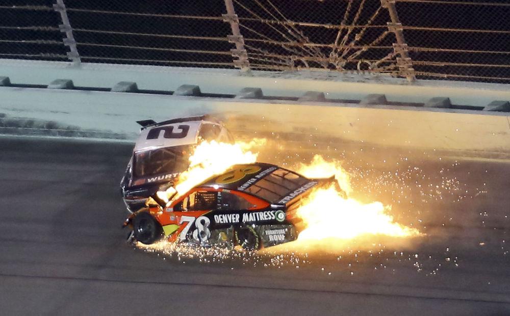 Wypadek samochodów Martina Truexa Jr. i Brada Keselowskiego podczas wyścigu NASCAR Sprint Cup 2016 na Florydzie