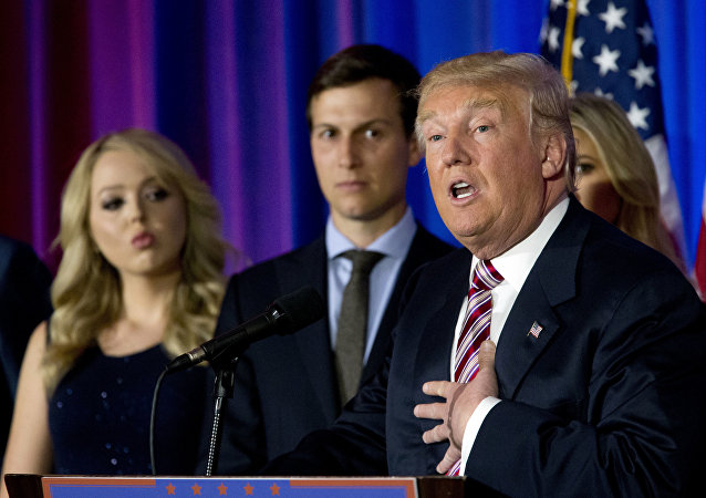 Donald Trump, jego córka Tiffany i zięć Jared Kushner na konferencji prasowej w Trump National Golf Club Westchester