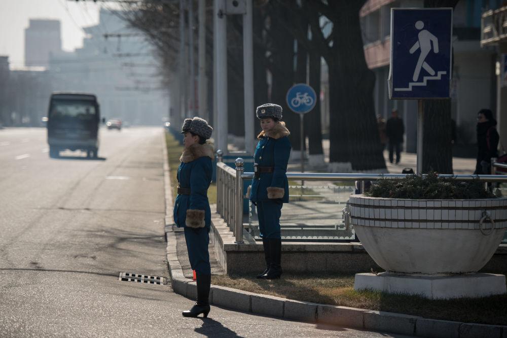 Policjantki na ulicach Pjongjangu