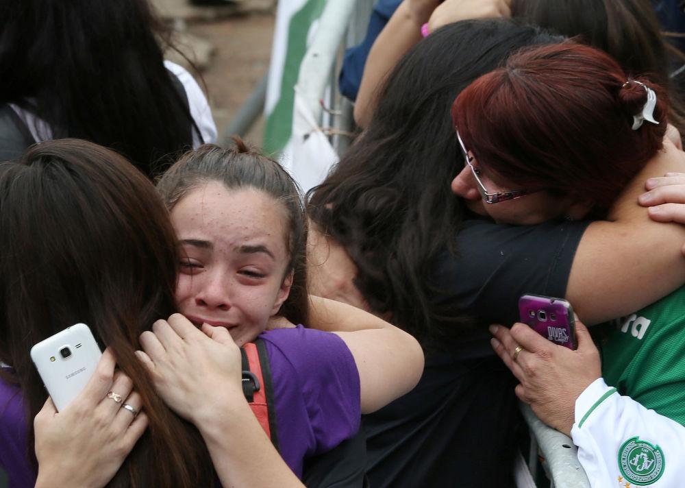 Udało się uratować 6 osób, ale jedna z nich zmarła po drodze do szpitala.