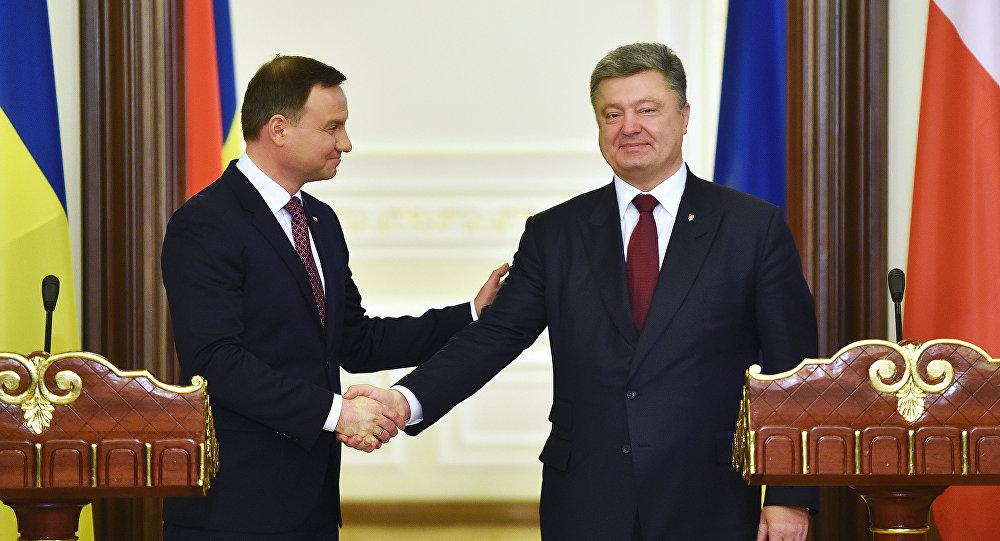 Prezydent Ukrainy Petro Poroszenko z prezydentem Polski Andrzejem Dudą