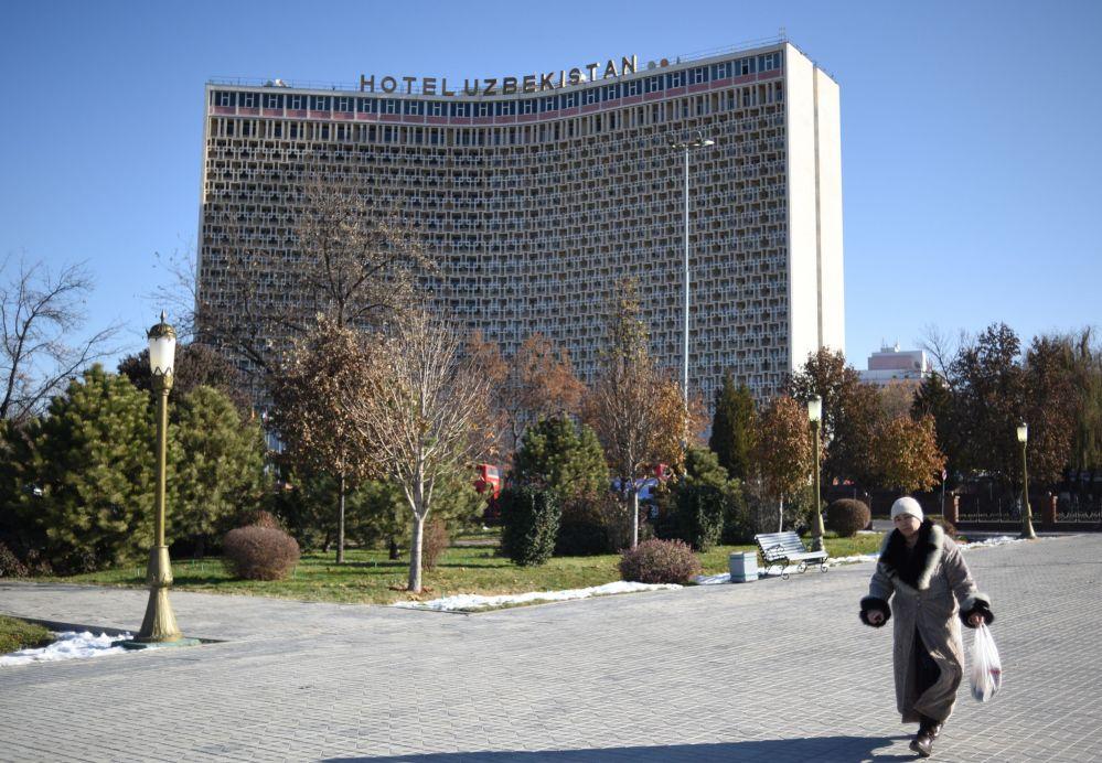 """Hotel """"Uzbekistan"""" w Taszkencie."""