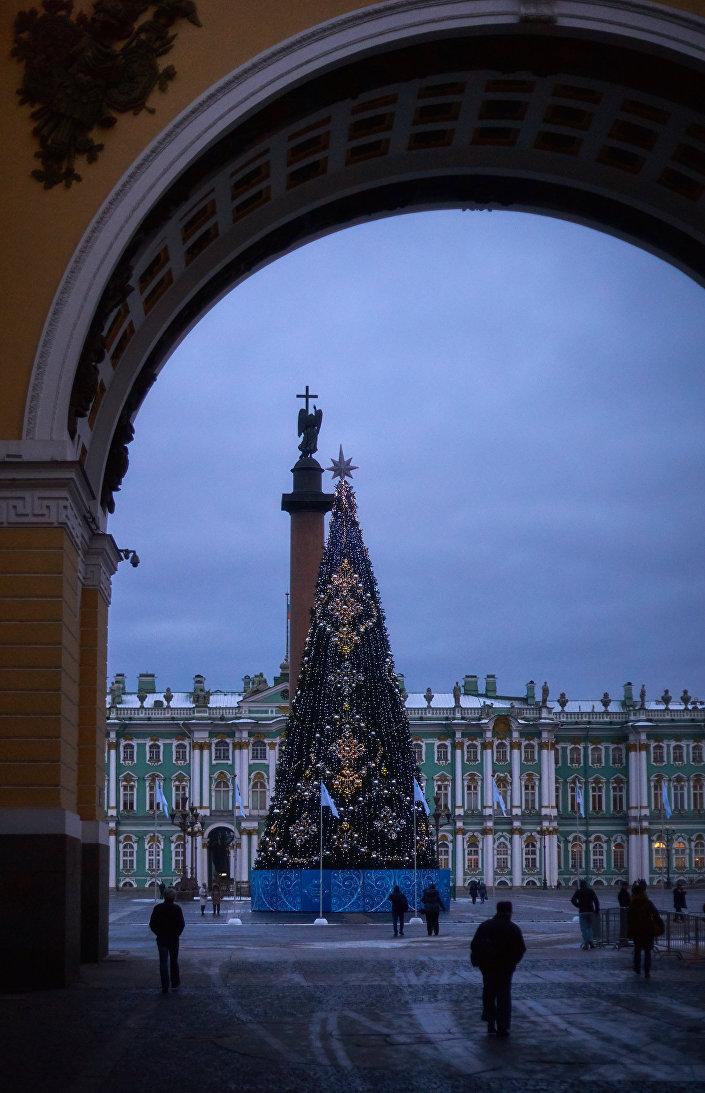 Choinka na Placu Zamkowym w Petersburgu