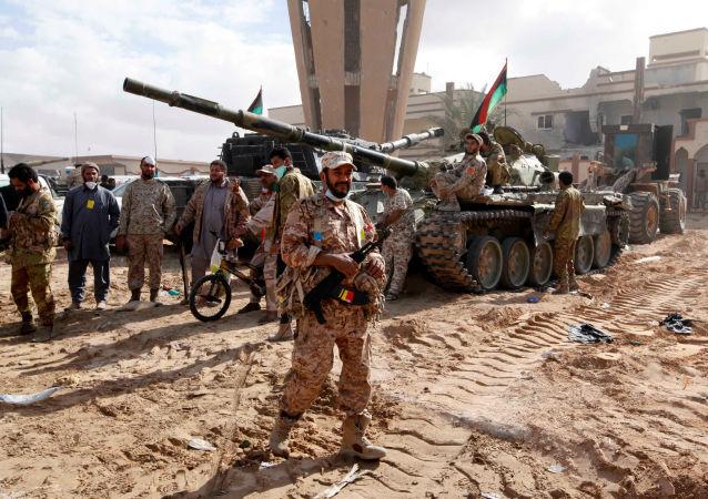 Libijscy wojskowi w libijskiej Syrcie