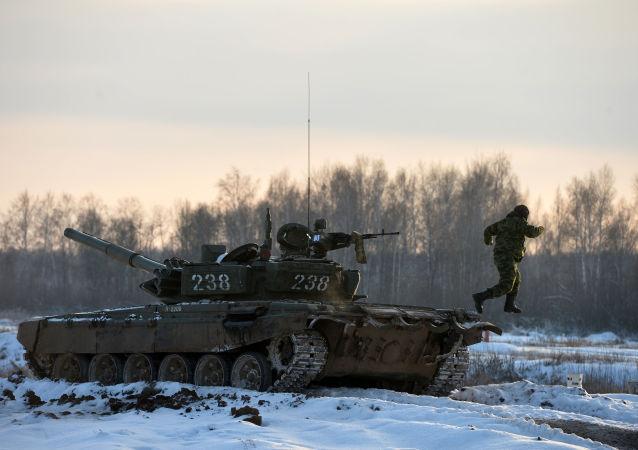 Szkolenia wojskowe czołgistów w Kazaniu (czołg T-72)