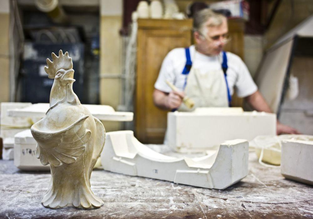 Przygotowanie ceramicznego wyrobu zaczyna się od stworzenia formy w zakładzie modelowym.