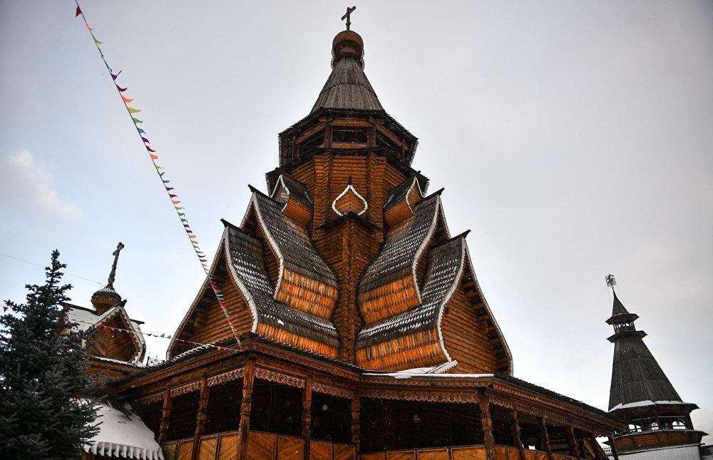 Cerkiew św. Mikołaja znajdująca się na terenie kompleksu kulturowo-rozrywkowego jest najwyższą drewnianą świątynią w Rosji