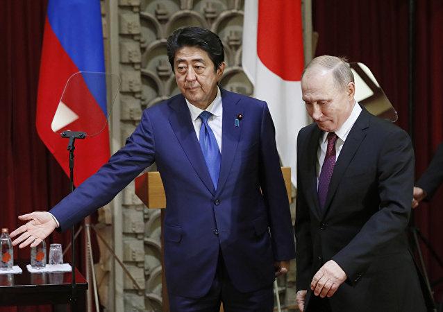 Premier Japonii Shinzo Abe i prezydent Rosji Władimir Putin