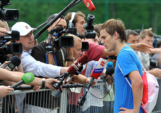 EURO 2012. Piłkarz rosyjskiej reprezentacji odpowiada na pytania dziennikarzy