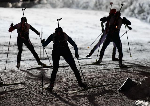 Narciarki podczas sztafety mieszanej I etapu Pucharu Świata w Biathlonie, sezon 2016/2017 w szwedzkim Östersundzie