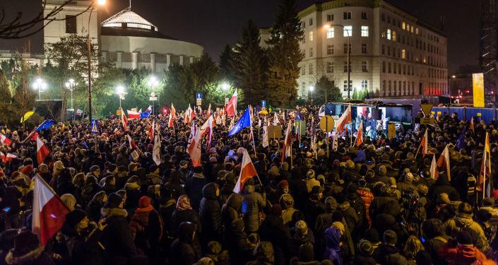Demonstracja pod Sejmem w Warszawie, 16.12.2016.