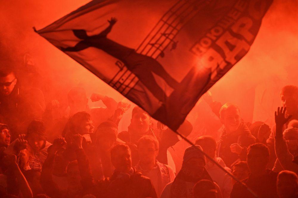 Kibice podczas meczu 22. etapu Mistrzostw Rosji w piłce nożnej