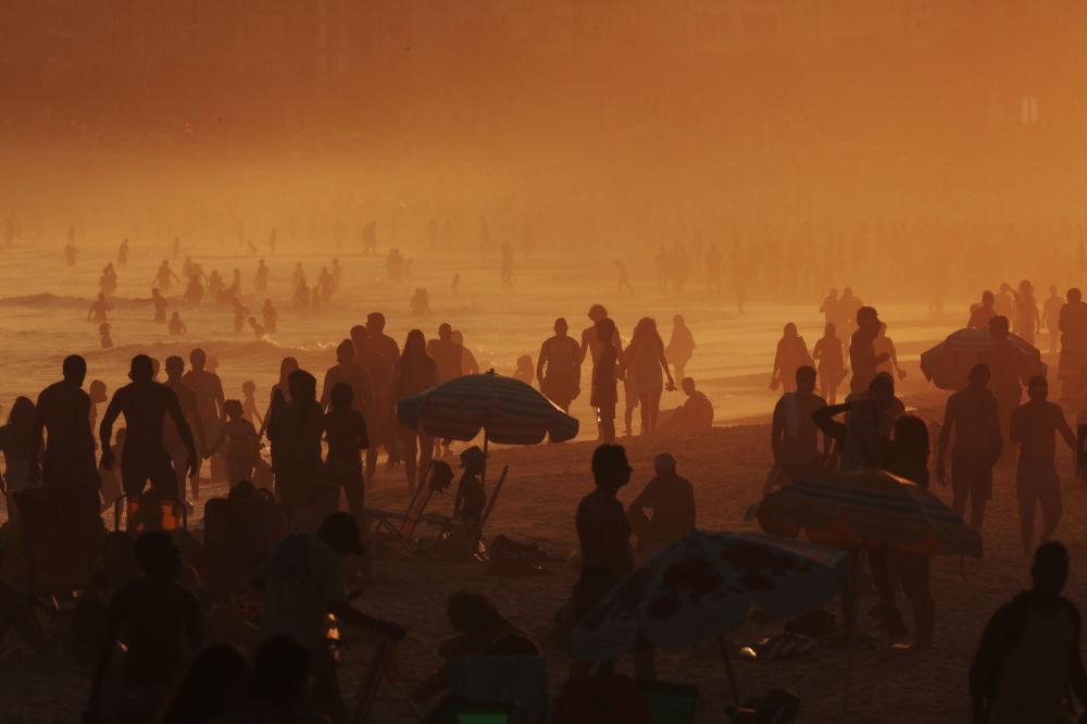 Urlopowicze na plaży w Rio de Janeiro