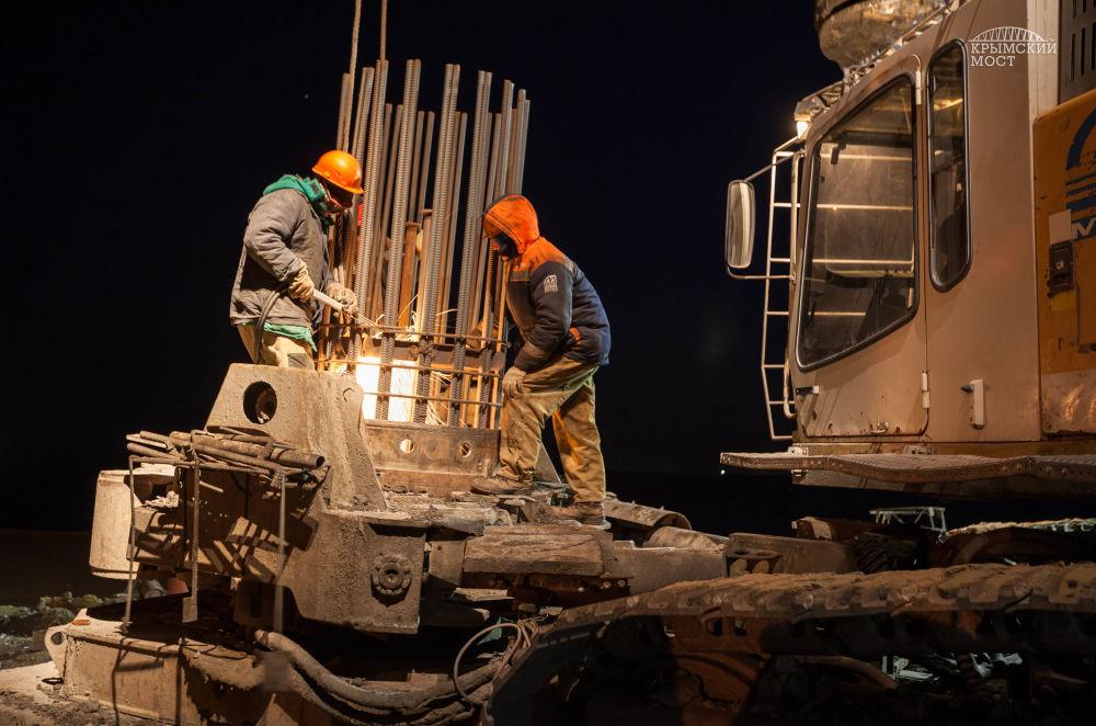 Budowa mostu nad Cieśniną Kerczeńską na Krymie