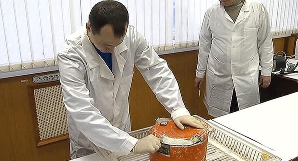 Czarna skrzynka samolotu Tu-154 w laboratorium