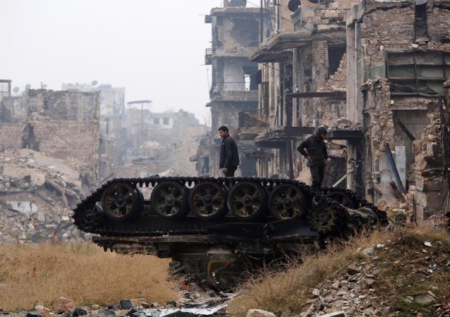 Zniszczony czołg w wyzwolonym Aleppo