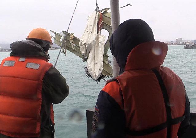 Wyławianie szczątków samolotu Tu-154 z Morza Czarnego