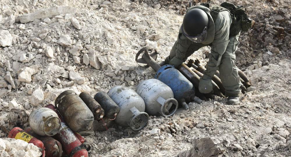 Praca inżynierów Międzynarodowego Centrum Przeciwminowe rosyjskich sił zbrojnych w wyzwolonym Aleppo