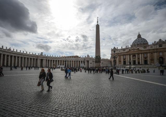 Widok na plac Świętego Piotra w Watykanie