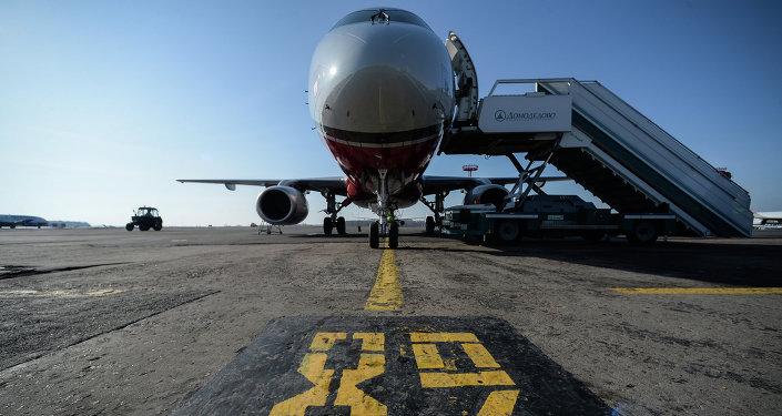 SSJ-100 na lotnisku w Domodedovo