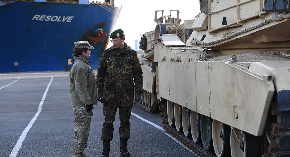 Niemiecki czołg w porcie Bremerhoven, 6 stycznia 2017