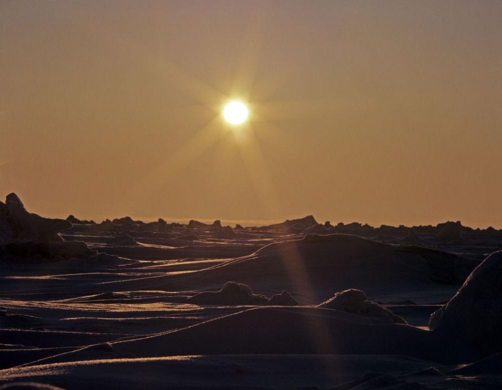 Na półwyspie Tajmyr, części Przylądku Czeluskin i przybrzeżnych wyspach na Morzu Karskim znajduje się Duży Rezerwat Arktyczny - największy rezerwat w Eurazji. Jego powierzchnia wynosi 4 169 222 ha, co odpowiada powierzchni Szwajcarii.