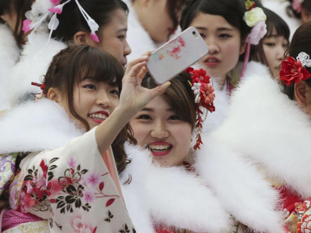 Dzień Pełnoletności to święto młodych ludzi, którzy ukończyli 20 lat.