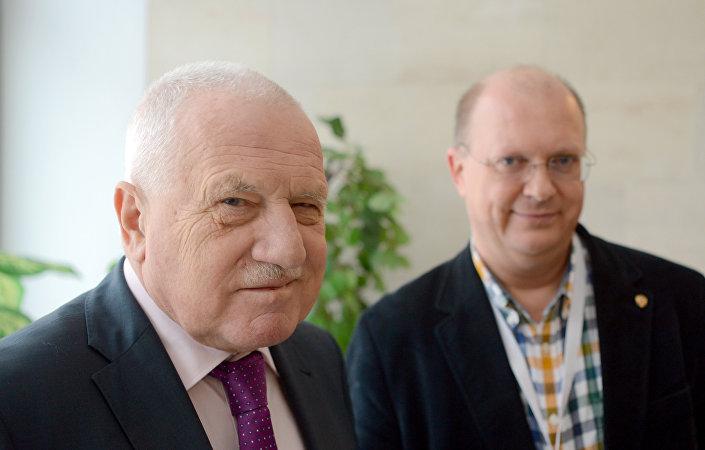 Były prezydent Czech Václav Klaus i korespondent Sputnika Leonid Swiridow