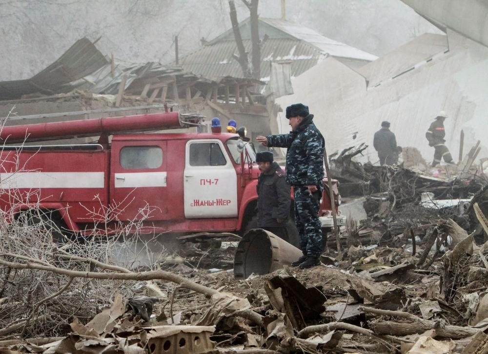 Na miejsce katastrofy przybył minister zdrowia Kirgistanu Talantbek Batyralijew, zorganizowano sztab ratunkowy.