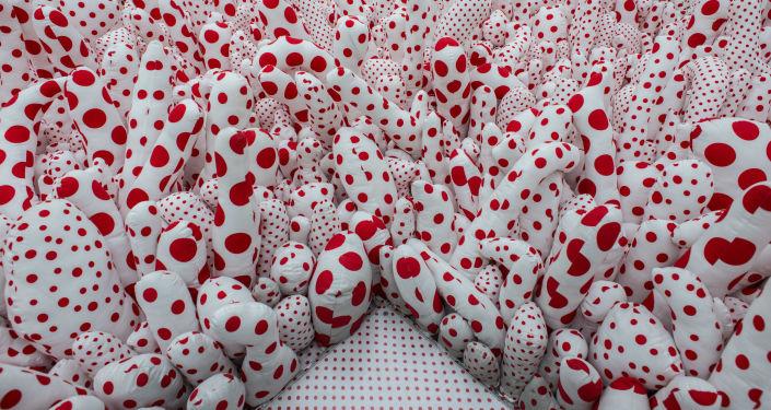 Wystawa instalacji Infinite Obsession  japońskiej malarki Yayoi Kusama