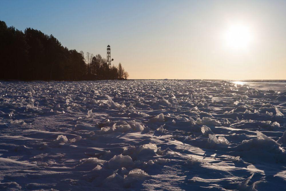Widok z latarni na wyspę Iwanowską na jeziorze Onega