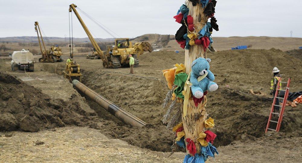 Pozostałości po protestach przeciwko budowie naftociągu Dakota Access na miejscu budowy
