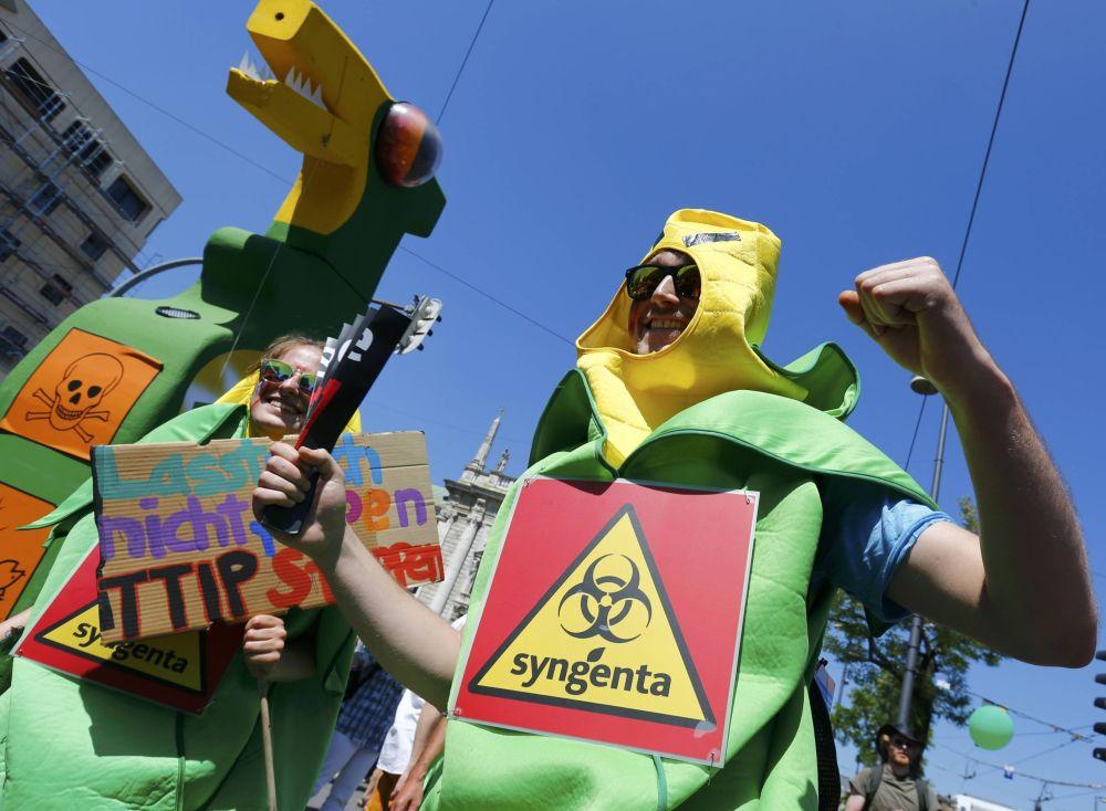 Masowe akcje antyglobalistów w Monachium przeciwko zbliżającemu się szczytowi G7.