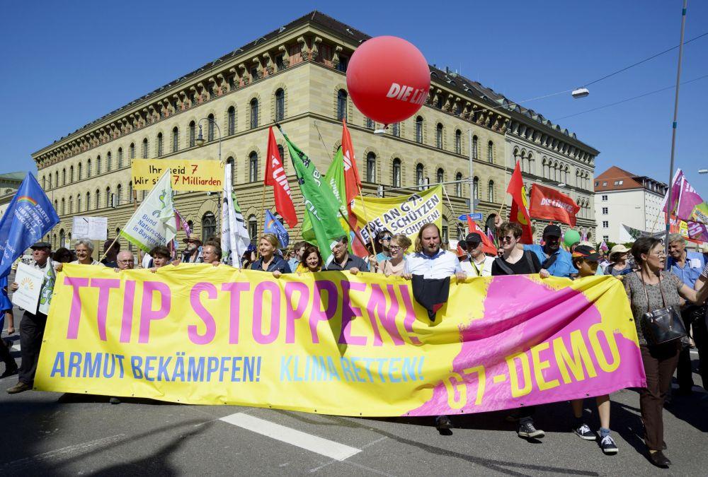 Demonstracje odbyły się pod hasłami Powstrzymać TTIP - uratować klimat - zwalczyć biedę.