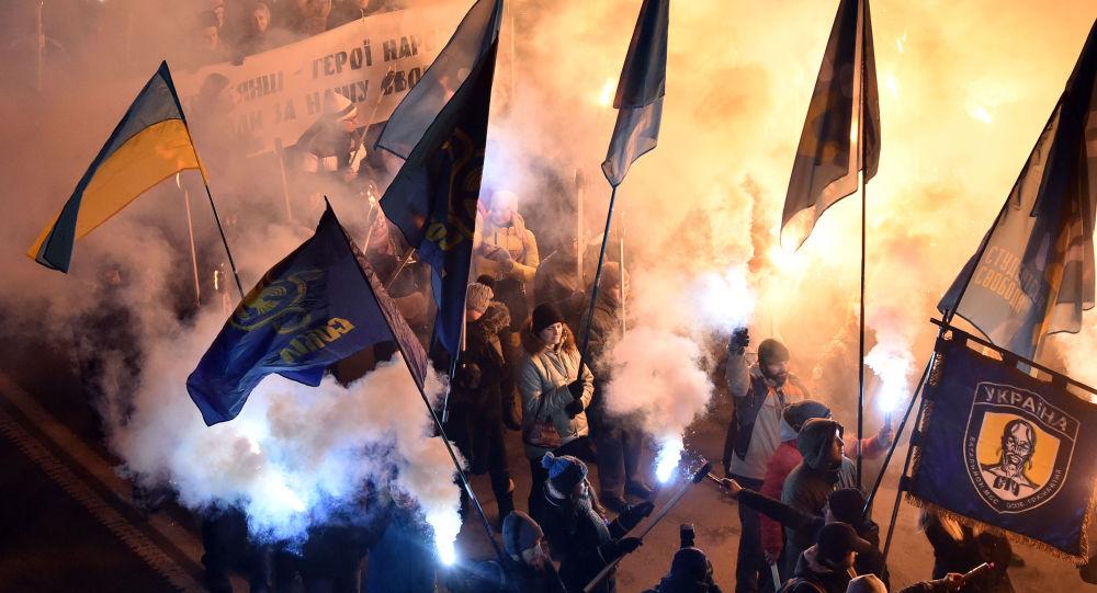 Marsz z pochodniami w Kijowie z okazji rocznicy bitwy kijowskich studentów z radzieckim oddziałem pod Krutami