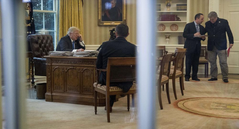 Prezydent USA Donald Trump rozmawia z Angelą Merkel