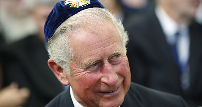 Britain's Prince Charles wearing a Yalulke, or Jewish skull cap, attends the funeral of former Israeli president Shimon Peres on September 30, 2016, at Jerusalem's Mount Herzl national cemetery.