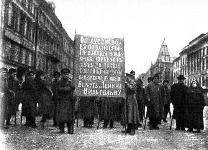 Demonstracja antybolszewicka w Petersburgu